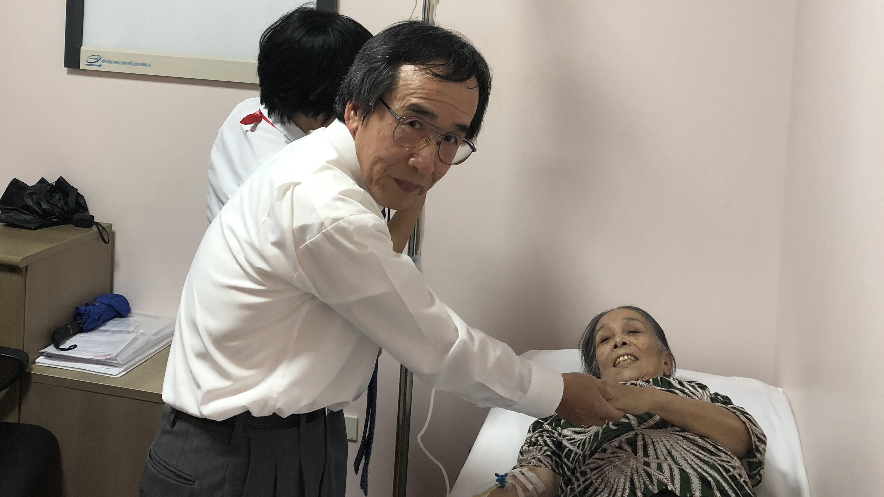 Giáo Sư Nhật Bản giúp đỡ và cộng tác cùng trung tâm