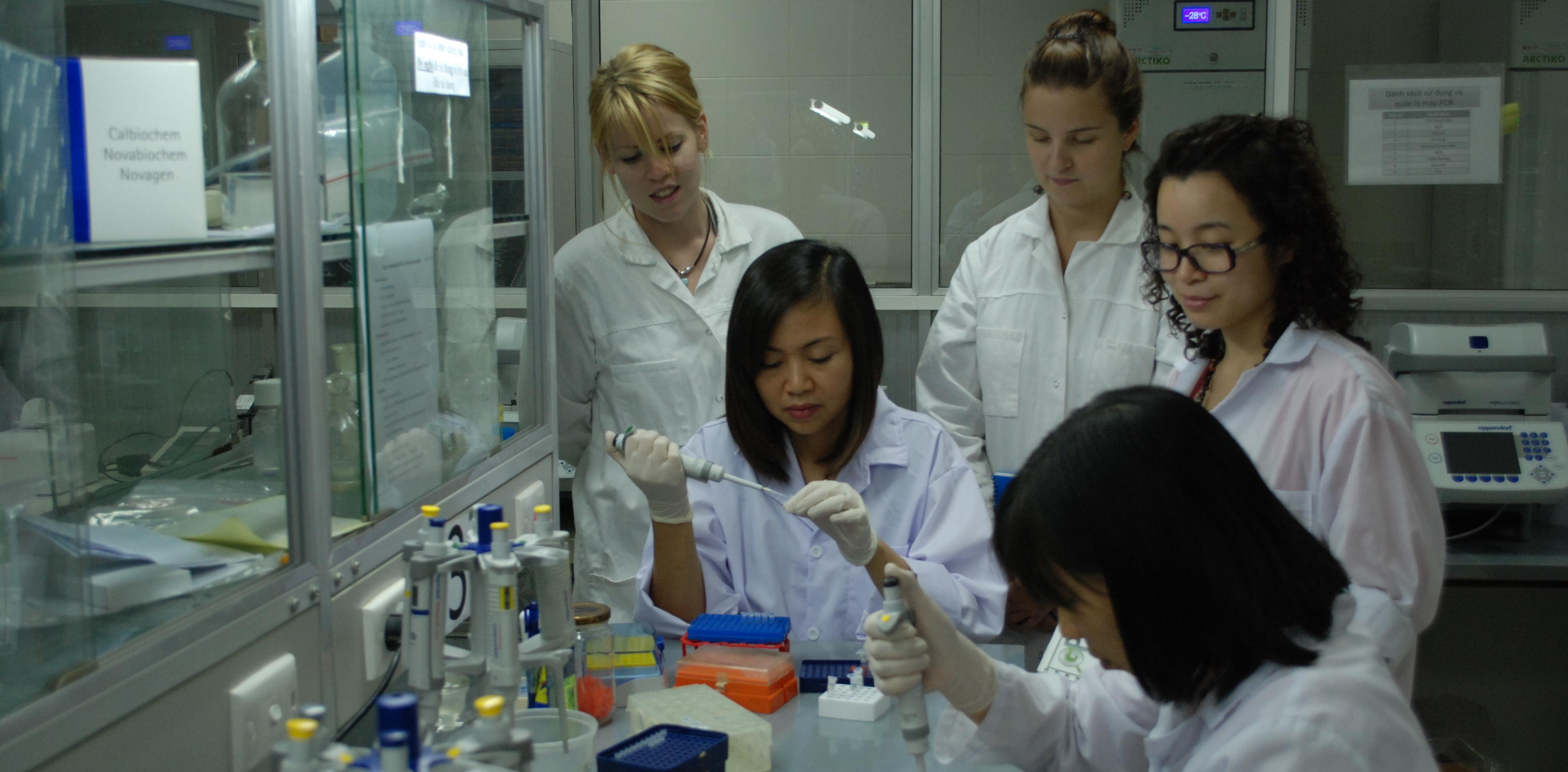 Phòng thí nghiệm tiên tiến và hiện đại
